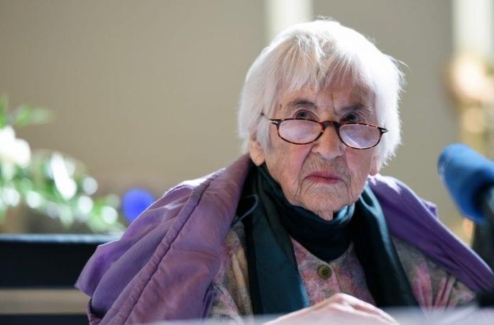 Esther Bejarano (Ester Becharano), viena paskutiniųjų išgyvenusių moterų orkestro Aušvico mirties stovykloje narių