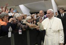 Popiežius Pranciškus su senoliais