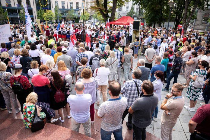 Dieveniškių bendruomenės mitingas prieš migrantų apgyvendinimą