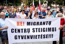 Dieveniškių bendruomenės mitingas prieš migrantų apgyvendinimą Vinco Kudirkos aikštėje