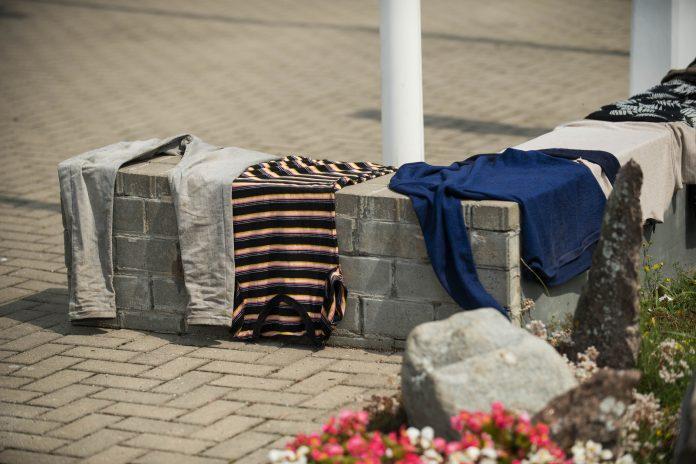 Migrantai džiovina drabužius