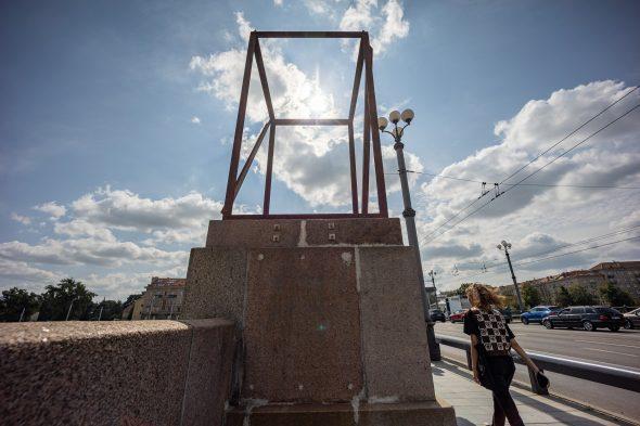 """Andriaus Ambraso meninė instaliacija """"Žaliojo tilto ženklai""""."""