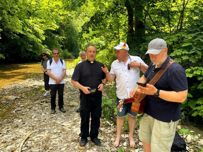 Vokietijos lietuviai atnaujino krikšto sakramentą prie Wutach upės / Organizatorių nuotr.