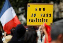 """""""Sanitariniam pasui - ne"""" plakatas proteste"""