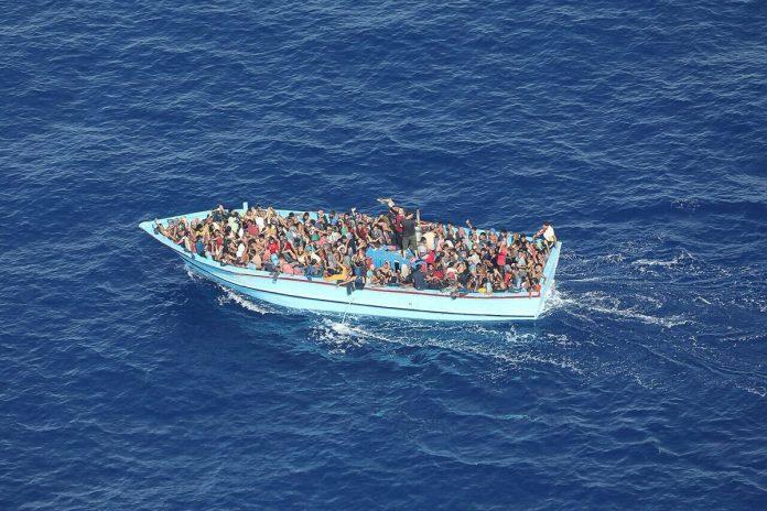 Migrantų laivelis Viduržemio jūroje