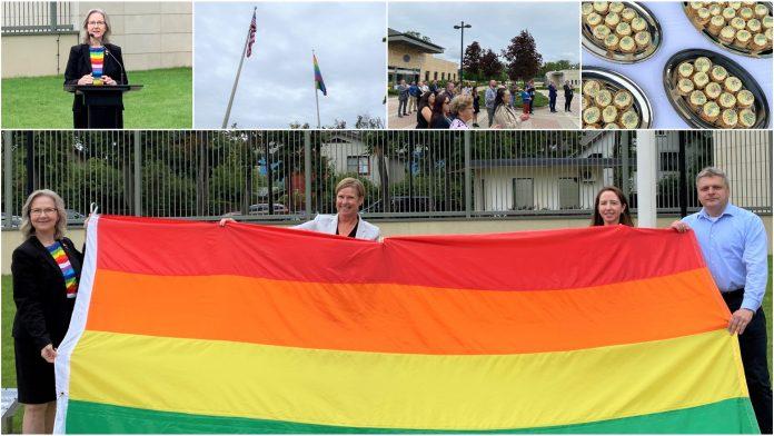 Amerikos ambasados Rygoje darbuotojai išreiškė paramą LGBT