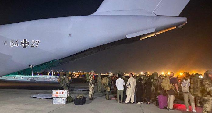 Išvykstantys iš Afganistano