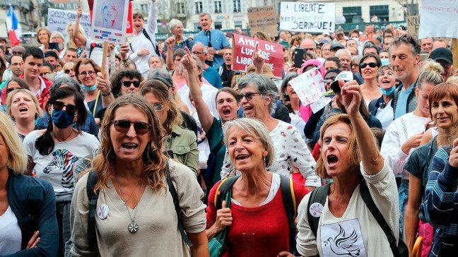 Protestai Prancūzijoje prie laisvės suvaržymus