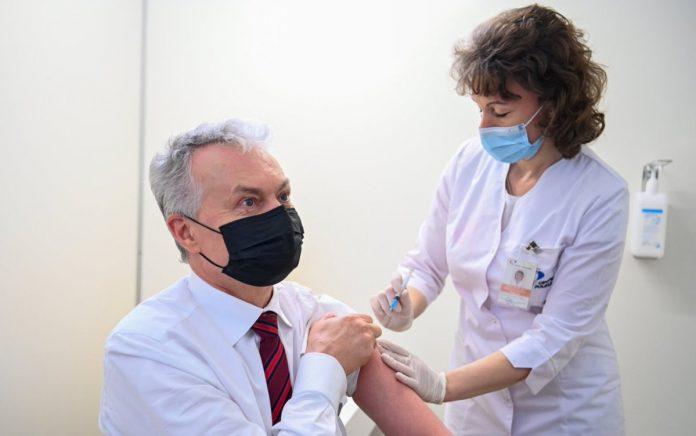 LR Prezidentas Gitanas Nausėda vakcinacijos punkte