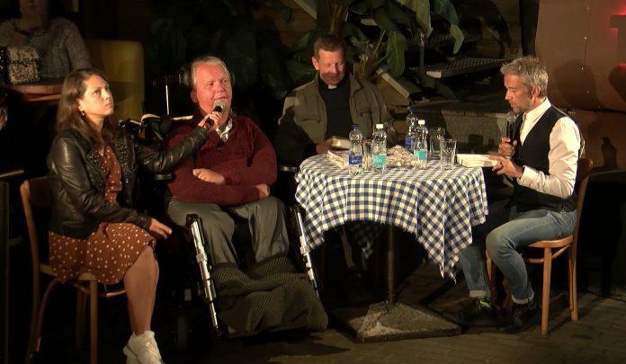 Kun. A. Valkauskas, S. Karosas ir Viluckų šeima
