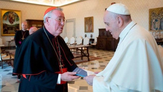 Liuksemburgo arkivyskupas ir ES vyskupų konferencijų komisijos pirmininkas kardinolas Jeanas-Claude'as Hollerichas su popiežiumi / Vatican News nuotr.