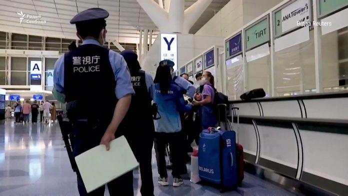 Baltarusų olimpinė atletė Kryscina Cimanouskaja su Kinijos policija