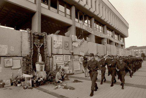 1991 m. rugpjūčio 21 d. – Lietuvos parlamento gynėjo, kario savanorio Artūro Sakalausko žūtis
