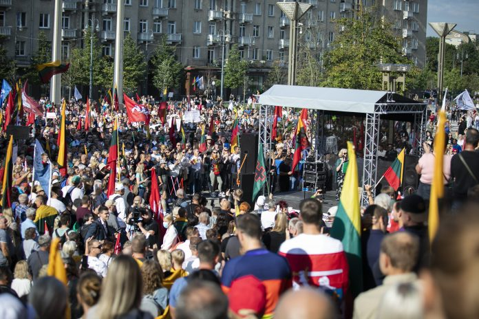 Mitingas pries Lietuvos valdzios ketinima visus Lietuvos piliecius priverstinai paskiepyti