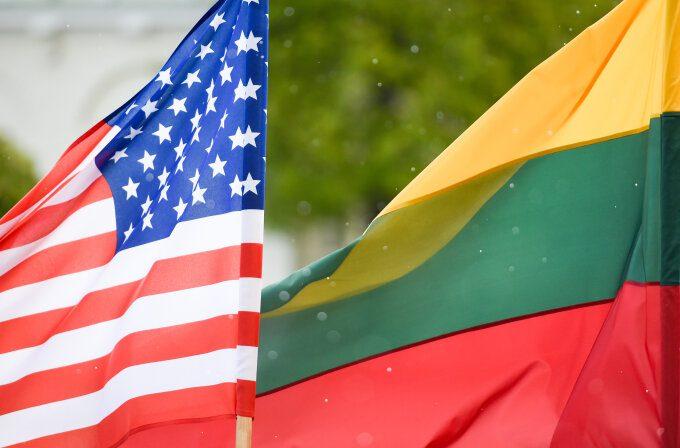 Amerikos ir Lietuvos vėliavos