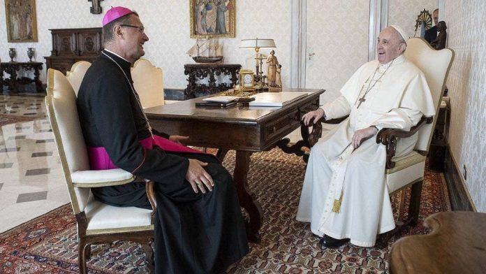 Arkivyskupas Visvaldas Kulbokas su popiežiumi Pranciškumi