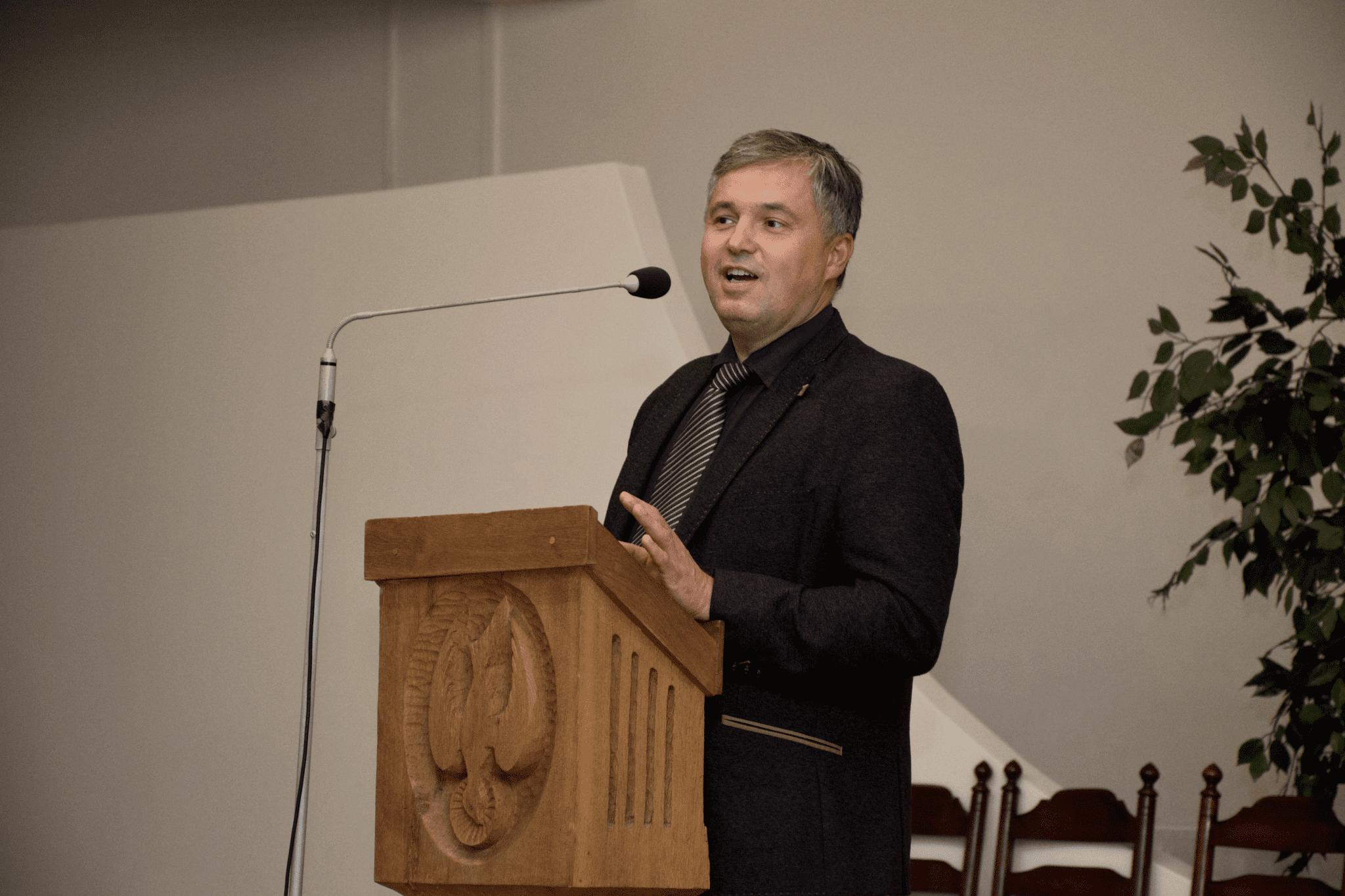 Prof. Andrius Macas
