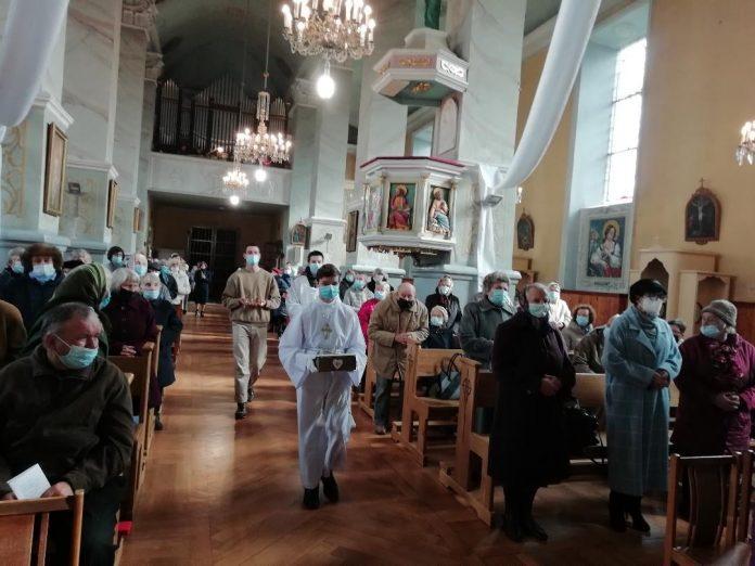 Šv. Mišios Ukmergės šv. apaštalų Petro ir Povilo bažnyčioje / Bažnyčios nuotr.