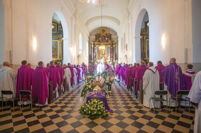 Atsisveikinta su Vilkaviškio vyskupu emeritu Juozu Žemaičiu MIC